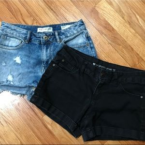 🍃 2 Pair of Jean shorts size 5